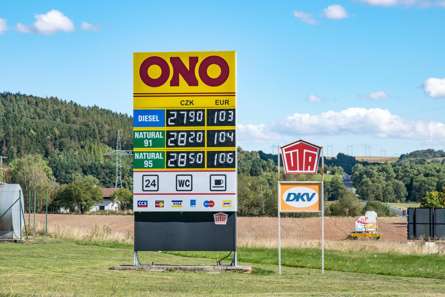 Brandstof is in Tsjechië veel goedkoper dan bij ons.