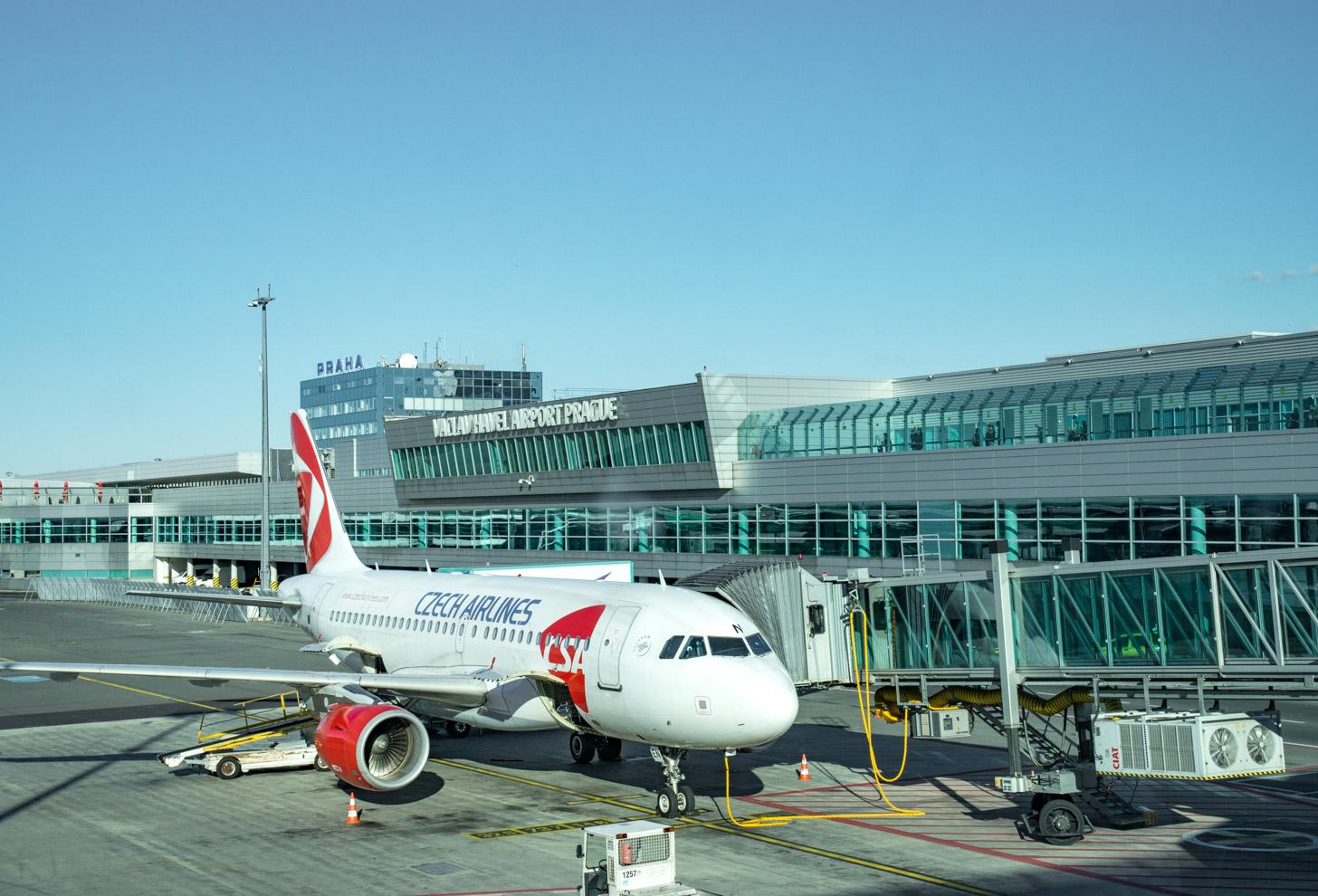 Vliegtuig op de luchthaven van Praag